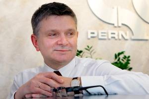 PERN Przyjaźń planuje budowę terminalu naftowego w Gdańsku (jego część naftowa ma zostać ukończona w 2015 r.) - Chcę, by zbiorniki terminalu jak najszybciej urosły. Dadzą naszemu krajowi spokojny sen, a PERN-owi możliwość świadczenia nowych usług - przekonuje Marcin Moskalewicz, prezes PERN.