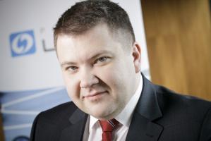 – Bałtycki terminal LNG w Świnoujściu ma szansę stać się znaczącym punktem wejścia do systemów przesyłowych w tej części Europy, a co za tym idzie, może mieć znaczący wpływ na kształtowanie cen gazu ziemnego w regionie – uważa Rafał Wardziński, prezes Polskiego LNG, spółki odpowiedzialnej za gazoport w Świnoujściu.