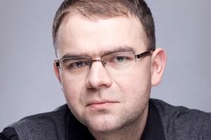 <b>Sebastian Grabski,<br /> Cisco Systems Poland</b><br /><br /> Tendencją, jaką od pewnego czasu obserwujemy, i która – moim zdaniem – w najbliższych latach stanie się dominującym trendem, jest coraz większa popularność modelu SaaS. Spodziewam się także, że model ten zostanie uzupełniony o podejście BPaaS (Business Process as a Service). Model usługowy jest bowiem najbardziej uzasadniony pod względem operacyjnym i pozwala w zasadzie na wyeliminowanie kosztów związanych z zakupem i wdrożeniem infrastruktury (CAPEX), przy zachowaniu jedynie kosztów operacyjnych (OPEX).