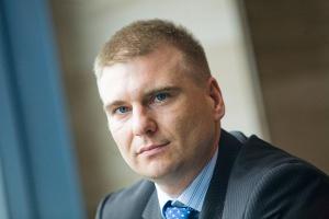 <b>Tomasz Starzyk<br /> Ekspert Bisnode D&B Polska </b><br /><br />  Dane 700 firm przemysłowych ujętych w rankingu pokazują, że Polska ma spory potencjał. Nasza obecność w Unii postrzegana jest jako element ograniczający ryzyko polityczne, społeczne i gospodarcze. Pomimo niesprzyjającej sytuacji na światowych rynkach, Polska wciąż znajduje się w czołówce państw Europy pod względem wzrostu PKB. <br /><br />   Polska postrzegana jest jako kraj atrakcyjny dla inwestorów. Specjalne Strefy Ekonomiczne skutecznie zachęciły światowe koncerny do prowadzenia działalności w naszym kraju. Przekonany jestem, że nasze rodzime spółki przemysłowe niezależnie od wszystkiego będą w kolejnych latach umacniały swoją pozycję nie tylko w regionie, lecz przede wszystkim wśród państw Europy.