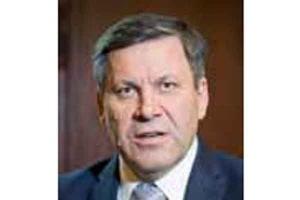 <b>Janusz Piechociński<br /> Wicepremier i minister gospodarki </b><br /><br />  - Od samego początku mówię o problemie kosztów w górnictwie, o tym, że kwestia kosztów jest kluczowa. Stoimy przed wielkim wyzwaniem. Zagrożenie importem węgla jest realne - szczególnie, kiedy spojrzymy na koszty wydobycia rodzimych producentów. <br /><br />   W roku 2011 wpłynęło do Polski około 15 mln ton węgla z importu, natomiast w roku 2012, w warunkach spowolnienia gospodarczego i zwałów pełnych surowca, wpłynęło do nas prawie 11 mln ton węgla z zagranicy. A zatem problem jest. Mówiąc o perspektywach dla węgla, pojawia się pytanie o terminy oraz wykonalność inwestycji w polskiej elektroenergetyce. <br /><br />   A trzeba pamiętać, że inwestycje w energetyce są zarówno kapitałochłonne, jak i czasochłonne.