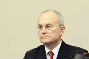 <b>Prof. Maciej Kaliski<br /> dyrektor Departamentu Górnictwa w Ministerstwie Gospodarki </b><br /><br />  - Są dwa główne cele, o których wspominał wicepremier i minister gospodarki Janusz Piechociński. Po pierwsze spółki węglowe nie będą zwalniać pracowników, a po drugie muszą ściąć koszty przynajmniej o 5 procent. Jednak nie wiem, czy - mając na uwadze obecną sytuację na rynku - będzie to wystarczające, by spółki zdołały na koniec roku (2013 - dop. red.) osiągnąć dodatni wynik netto.