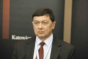 <b>Janusz Olszowski<br /> prezes Górniczej Izby Przemysłowo- Handlowej </b><br /><br />  - Górnictwo w Polsce jest górnictwem państwowym, jednak polityka właścicielska wobec górnictwa nie jest jasno określona. <br /><br />   Ekonomia w odniesieniu do górnictwa powinna być kreowana nie tylko na poziomie spółek węglowych, ale powinien to być rachunek zysków i strat na poziomie makroekonomicznym. W tym rachunku powinno się m.in. wziąć pod uwagę koszty ewentualnej likwidacji kopalń, jak również koszty społeczne.