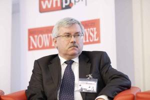 <b>Roman Łój<br /> prezes zarządu Katowickiego Holdingu Węglowego </b><br /><br />  - W Polsce nie da się w ciągu najbliższych lat znacząco zwiększyć wydobycia węgla brunatnego. Nie da się także przestawić energetyki na bloki gazowe. Nie mamy warunków do tego, aby zastąpić węgiel kamienny energią słoneczną albo wiatrową. <br /><br />   Wciąż nie wiemy, co będzie z programem elektrowni atomowych. Jedynym trwałym elementem pozostaje węgiel kamienny, który będzie potrzebny jeszcze przez ileś lat. Można węgla nie kochać z przyczyn ekologicznodoktrynalnych. <br /><br />   Ale póki co, Polska nie ma alternatywy. Teoretycznie można importować węgiel albo wręcz samą czystą energię, a w Polsce zlikwidować dziesiątki tysięcy miejsc pracy. Tylko kto na tym zyska? Bo na pewno ani nie nasz region, ani kraj.