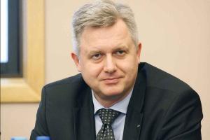 <b>Jarosław Zagórowski<br /> prezes zarządu Jastrzębskiej Spółki Węglowej </b><br /><br />  - Węgiel przez wiele lat będzie w Polsce bardzo ważnym paliwem. Ważne jednak, by w naszym miksie energetycznym był węgiel wydobywany w polskich kopalniach. <br /><br />   Gdyby stało się inaczej, to sami będziemy temu winni. Należy zmierzać w kierunku zwiększenia efektywności. Trzeba możliwie jak najlepiej wykorzystywać maszyny i urządzenia, które są w kopalniach. Poza tym potrzebna jest reorganizacja modelu pracy po to, by móc konkurować z węglem z importu. W warunkach spowolnienia w gospodarce, w roku 2012 wpłynęło do Polski prawie 11 mln ton węgla z zagranicy. Należy więc podjąć działania, które umożliwią skuteczne konkurowanie z węglem importowanym.
