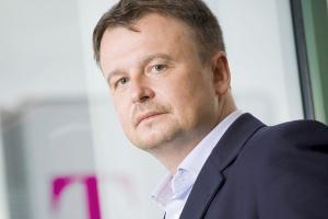 Miroslav Rakowski, prezes T-Mobile Polska SA uważa, że na krajowym rynku telekomunikacyjnym pozostało bardzo niewiele wolnej przestrzeni, a konkurencja jest zdrowa i silna. Jedyny problem tkwi w tym, że ów rynek jest przeregulowany.