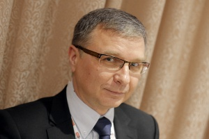 """Proces konsolidacji może być oparty na różnych modelach – zauważa Piotr Wojciechowski, prezes zarządu WB Electronics. – PHO lansowało model tzw. """"wrogiego przejęcia"""". Rozumiem, że nowa koncepcja konsolidacji oparta będzie na zasadzie """"współpracy"""" – bazować będzie na zamianie powiązań technologicznych i zadaniowych na formę powiązań kapitałowych."""
