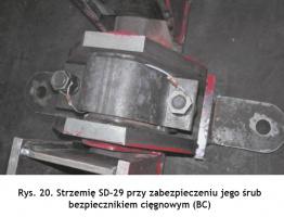 Rys. 20. Strzemię SD-29 przy zabezpieczeniu jego śrub bezpiecznikiem cięgnowym (BC) Fig. 20. SD-29 shackle with its bolts secured by the string protector (BC)