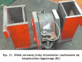 Rys. 21. Widok zerwanej śruby strzemienia i zachowanie się bezpiecznika cięgnowego (BC) Fig. 21. View of a torn shackle bolt and behaviour of the string protector (BC)
