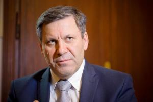 Janusz Piechociński, wicepremier i minister gospodarki, uspokaja, że kopalnie nie będą zamykane, tylko łączone, gdy zajdzie taka potrzeba. – Natomiast ściany, gdzie do tony wydobytego węgla dopłaca się więcej niż 30 zł, będą likwidowane.
