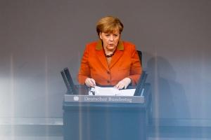 """<b>Koalicja dla energii</b><br />  W trakcie exposé po utworzeniu koalicji (29 stycznia br.) w Bundestagu niemiecka kanclerz Angela Merkel zaapelowała o podjęcie wspólnego wysiłku, by przełom energetyczny został uwieńczony sukcesem. – Zdając sobie sprawę ze znaczenia polityki energetycznej, koalicja połączyła kompetencje gospodarcze i energetyczne – podkreśliła kanclerz odnosząc się do nowo utworzonego ministerstwa pod kierownictwem wicekanclerza Sigmara Gabriela (SPD). Merkel zapewniła, że jeśli ten przełom się uda, """"energetyka stanie się następnym niemieckim szlagierem eksportowym"""""""