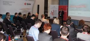 01 Andrzej Woźnica z Zarządu firmy SHH, otwiera konferencję Oracle Spatial Day