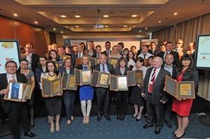 Ponad 100 polskich przedsiębiorców otrzymało w czwartek w Katowicach podczas Europejskiego Kongresu Gospodarczego Złote Certyfikaty Rzetelności, wyróżnienie przyznawane tym firmom, które cechują się otwartością i rzetelnością oraz wysokim poziomem etyki biznesowej.