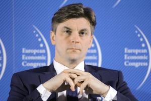 Marek Woszczyk, prezes Polskiej Grupy Energetycznej, przypomina, że pod względem emisji CO2 na głowę mieszkańca Polska znajduje się na średnim poziomie UE, a w ostatnich latach nasz kraj zredukował swoją emisję o blisko 40 procent.