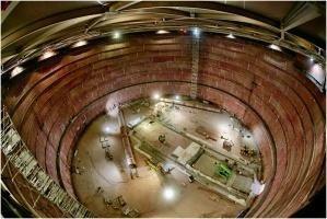 Terminal LNG w Świnoujściu jest już ukończony w 87 proc. Niedawno zakończono montaż wewnętrznych zbiorników, w których magazynowany będzie skroplony gaz ziemny. Zamontowano też kolumny nalewcze do wtłaczana LNG do zbiorników - podała spółka Polskie LNG.