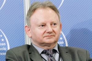 <b>Jan Golba, burmistrz Muszyny, prezes Stowarzyszenia Gmin Uzdrowiskowych</b><br /> – Są miejsca, w których budowa krytego basenu czy nawet zwykłego kąpieliska wpędziła samorząd w kłopoty, i takie, w których taki sam basen stworzył przesłanki rozwoju gminy.