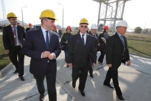W uroczystości oddania do użytku nowej inwestycji Zakładów udział wziął minister skarbu Włodzimierz Karpiński, na zdjęciu z Marianem Rybakiem, prezesem Grupy Azoty Puławy. Fot. Sławomir Kłak