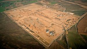 Tak teraz wygląda teren inwestycji. Budowa fabryki będzie kosztowała ok. 3,3 mld zł i zakończy się w II połowie 2016 r. Koncern utworzy tu blisko 3 tys. miejsc pracy. .