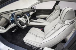Honda FCV nowej generacji proponuje przestronną kabinę pasażerską z miejscem dla 5 dorosłych osób, szacowany zasięg wynoszący ok. 480 km oraz trzyminutowy czas napełniania zbiornika pod ciśnieniem 70 MPa. fot. Honda