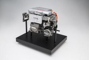 Stos ogniw paliwowych, zainstalowany w całości w komorze silnika, jest o 33% mniejszy i o 60% bardziej wydajny w porównaniu do poprzedniej jego wersji stosowanej w modelu FCX Clarity. fot. Honda
