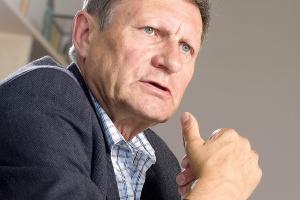 <b>Prof. Leszek Balcerowicz, były wicepremier i minister finansów </b><br /> <br /> - Rząd mówi o deregulacji, bo to ostatnio modne. A z drugiej strony wprowadza jednocześnie koncesje na handel węglem.