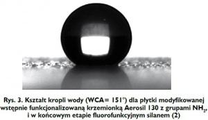 Rys. 3. Kształt kropli wody (WCA= 151°) dla płytki modyfikowanej wstępnie funkcjonalizowaną krzemionką Aerosil 130 z grupami NH2, i w końcowym etapie fluorofunkcyjnym silanem (2)