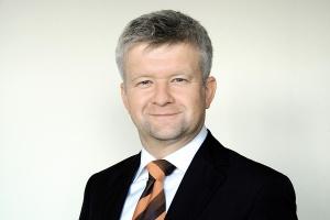 <b>Janusz Cichoń, prezes Salzgitter Mannesmann Stahlhandel: </b><br /> - Nawet jeżeli jakiś producent znika z rynku (europejskiego - dop. red.), to jego moce produkcyjne są przejmowane przez inną firmę lub np. nacjonalizowane, celem utrzymania miejsc pracy.