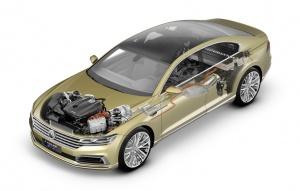 C Coupe GTE jest wyposażony jest w hybrydowy zespół napędowy typu plug-in składający się z benzynowego, czterocylindrowego silnika z turbosprężarką i bezpośrednim wtryskiem paliwa (TSI), z 8-biegowej automatycznej skrzyni biegów i wbudowanego w jej moduł silnika elektrycznego oraz akumulatora litowo-jonowego. Jednostka TSI osiąga 210 KM, elektryczna natomiast - 124 KM. fot. VW