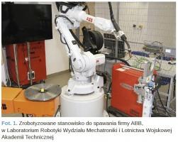 Fot. 1. Zrobotyzowane stanowisko do spawania firmy ABB, w Laboratorium Robotyki Wydziału Mechatroniki i Lotnictwa Wojskowej Akademii Technicznej