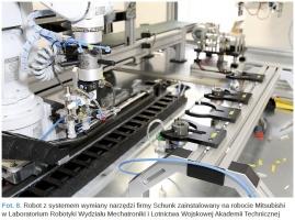 Fot. 8. Robot z systemem wymiany narzędzi firmy Schunk zainstalowany na robocie Mitsubishi w Laboratorium Robotyki Wydziału Mechatroniki i Lotnictwa Wojskowej Akademii Technicznej