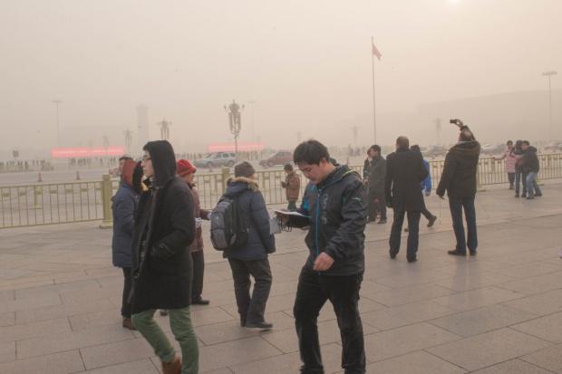Pekin dusi się w smogu