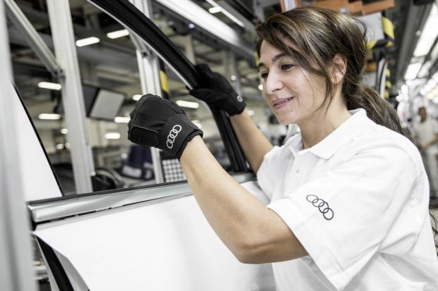Rękawice medyczne w fabrykach Audi