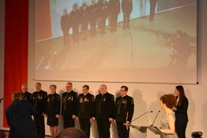 Po raz drugi w historii prezes WUG nadał Odznakę Honorową Zasłużonego dla Bezpieczeństwa w Górnictwie. W tym roku otrzymało ją dziewięciu wyróżnionych. Fot. mat. pras. WUG