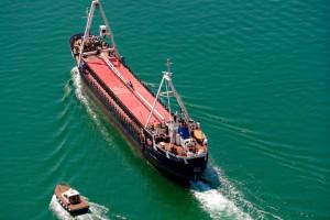 Dziesiątki statków z węglem nie mogą wejść do portów. Co się dzieje?