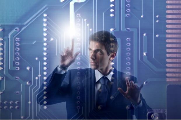 Które sektory wyróżniały się inwestycjami w IT?