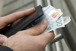 Coraz więcej pieniędzy w portfelach Polaków