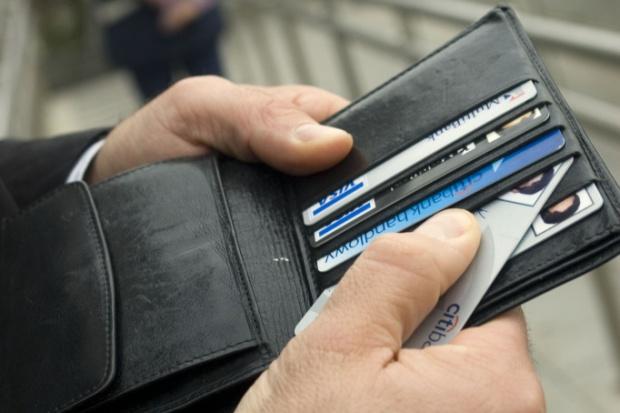 KE zaostrza walkę z praniem pieniędzy. Będą ograniczenia kart przedpłaconych?