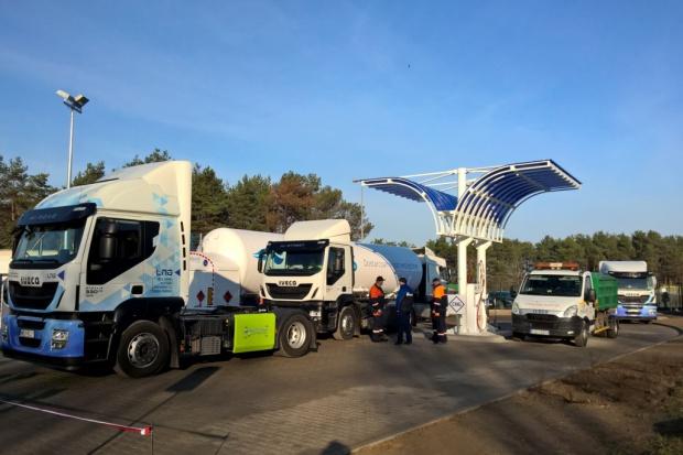 Ciężarówki tankują LNG/CNG w Śremie