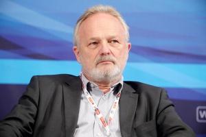 Andrzej Wuczyński, wiceprezes Awbudu <br /> <br /> - Podwykonawca, by mógł się rozwijać, musi zarabiać, a średniej wielkości firmy mają z tym trudności. Generalni wykonawcy stosunkowo nisko kontraktują swoje usługi, a to przenosi się później na podwykonawców.