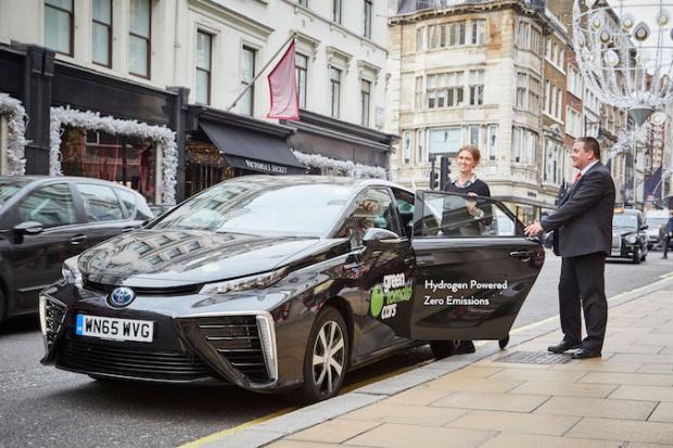Wodorowa Toyota do wypożyczenia w Londynie