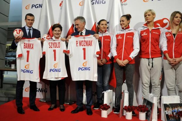 Premier i prezes PGNiG przywitali polskie piłkarki ręczne