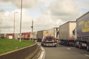 Calais powoli odzyskuje rynek odpraw granicznych