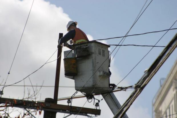 Opady śniegu pozbawiły prądu 123 tys. odbiorców