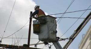 Tysiące gospodarstw domowych pozostają bez prądu