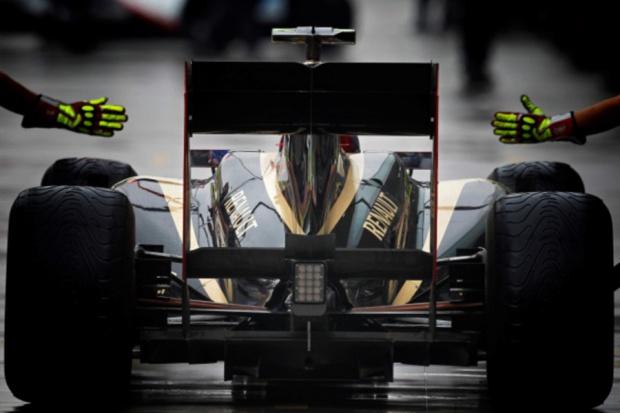 Renault potwierdza przejęcie zespołu Lotus F1 Team