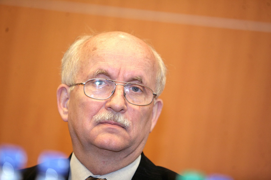 Emil Wąsacz, prezes Stalexportu Autostrada     - W obliczu polityki państwa, która pomija możliwość sięgnięcia po prywatny kapitał w dziedzinie infrastruktury drogowej, nie jesteśmy w stanie przedstawić akcjonariuszom alternatywy w postaci przeznaczenia wypracowanych zysków na inwestycje w inne drogowe projekty infrastrukturalne PPP.