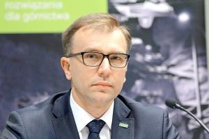 Mirosław Bendzera, prezes Famuru <br /> <br /> - Problemy górnictwa skutkują redukowaniem budżetów lub wręcz całkowitym wstrzymaniem inwestycji przez firmy eksploatujące surowce. W Polsce niestabilność branży potęgowana jest komplikacjami i opóźnieniami w procesie tworzenia tzw. Nowej Kompanii Węglowej.