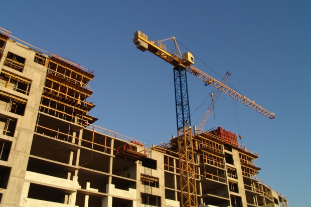 Dobra koniunktura dla budujących mieszkania