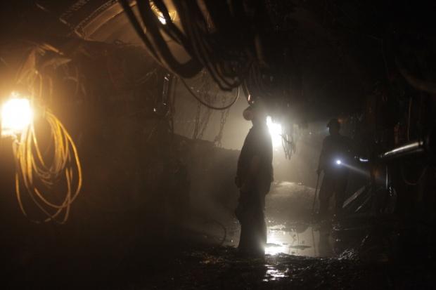Chiny. 1 górnik nie żyje, 17 wciąż uwięzionych w kopalni po katastrofie