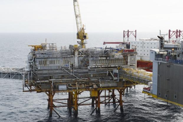 Ewakuacja platform wiertniczych na Morzu Północnym z powodu sztormu